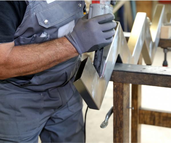 Працівник продукції. Обробка металу