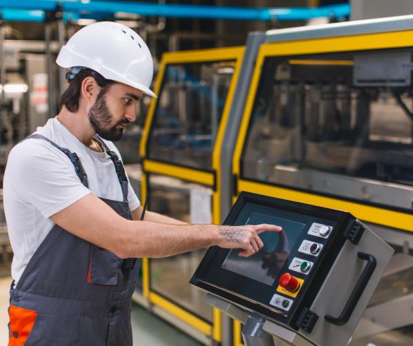 Operator maszyn produkcyjnych